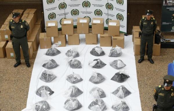 墨粉藏毒 哥警方墨西哥航班上查获1吨可卡因