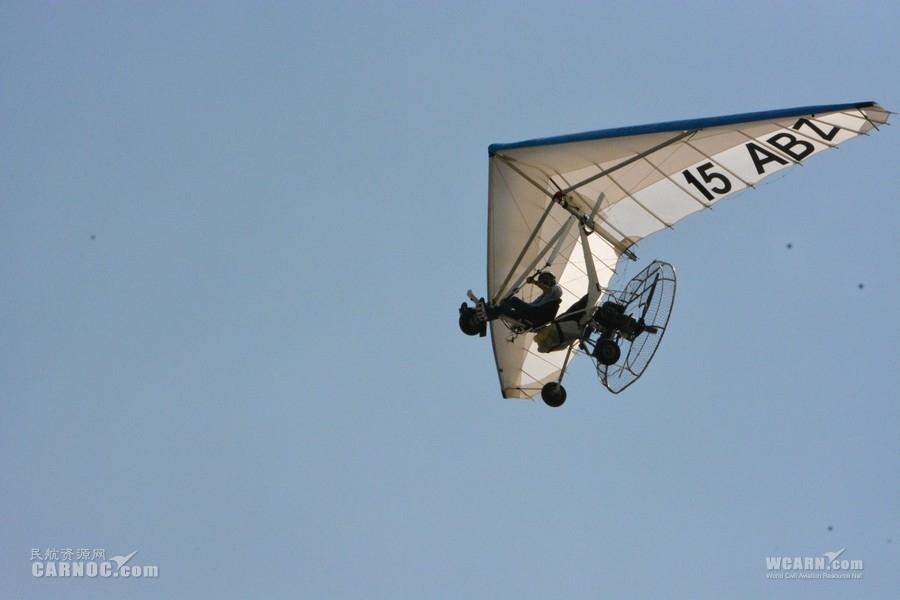 莱芜航空体育节开幕 三角翼与雁群编队表演亮相