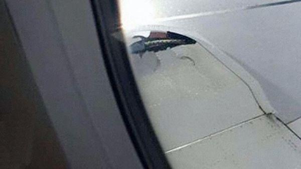 柏林航空客机起飞时轮胎爆裂 碎片击破机翼