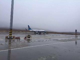 喀纳斯机场迎来2015年开航第一场雪