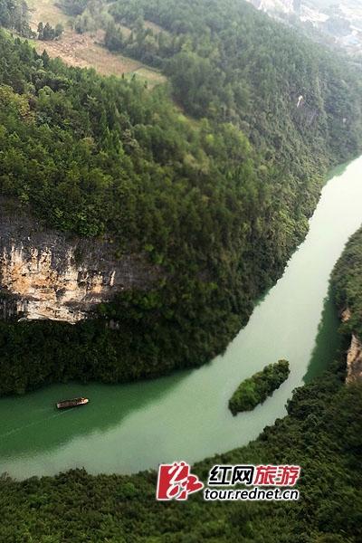 飞跃张家界大峡谷 国庆期间可体验直升机鸟瞰