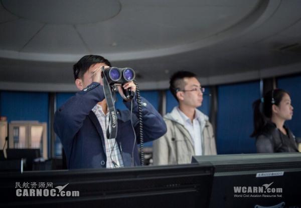 高柱山都会拿起望远镜对检查跑道车辆进出进行监控