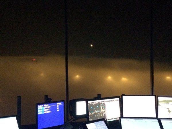 大雾重创英国:航班大量取消 机场关闭