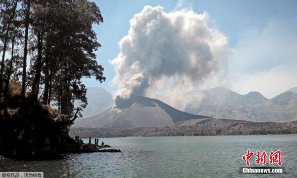 印尼龍目島一火山噴發 巴厘島機場關閉