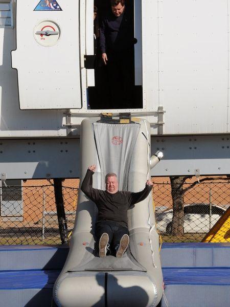飞机座椅排距越来越小 不会阻碍安全疏散?