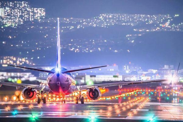 美爆!摄影师拍摄大阪机场迷人光影下的飞机