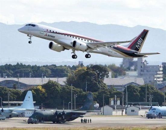 中国支线飞机ARJ21新对手:日本MRJ首飞成功