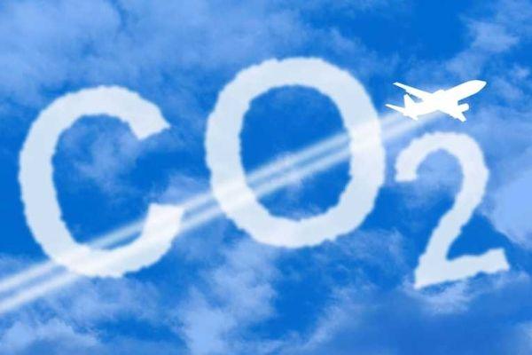 平均每个往返的每客二氧化碳排放量为1吨,相当于一辆丰田普锐斯汽车