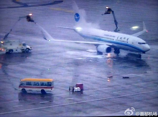 快讯:首都机场雨夹雪 航班进出港效率降低30%