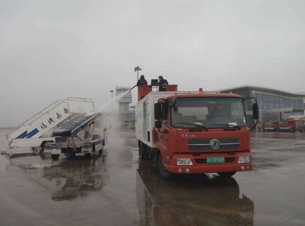 南通机场机务维修部开展2015年防除冰演练