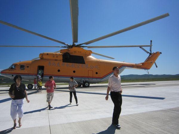 米-26直升机螺旋桨启动时,跟刮台风似的.摄影/黄华图片