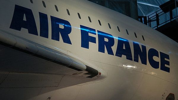 法航飞北京客机备降俄罗斯 疑因发动机故障