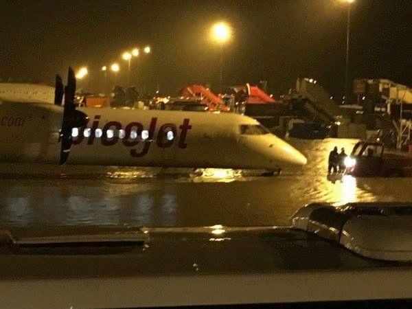 图集:水漫跑道  印度金奈机场停摆