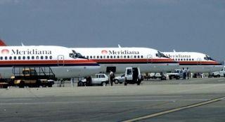 意大利客机起飞后轮胎掉落西西里岛沙滩