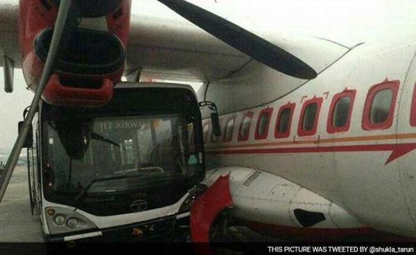 捷特航空摆渡车与印度航空客机相撞