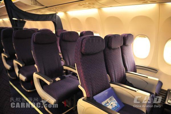 联航引进首架全经济舱186座布局飞机