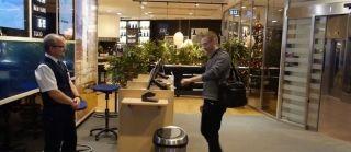揮揮手告別登機牌 全球首名乘客內植芯片過安檢