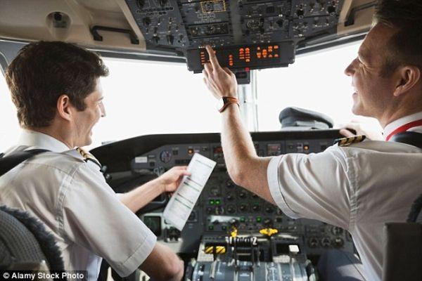 俄罗斯1/4飞行员将被吊销执照 已吊销400人