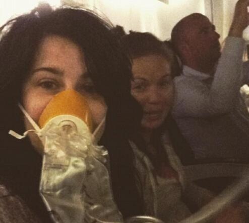 客机骤降7000英尺不忘自拍 史上最淡定乘客诞生