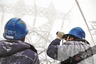 高寒山区多条电路覆冰 国网重庆电力无人机巡查