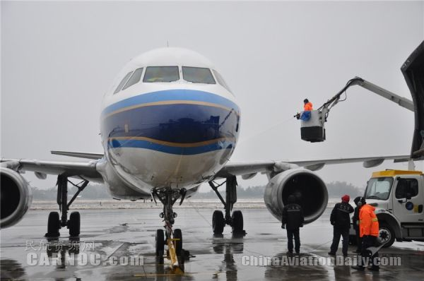 1日清晨黄花机场未受天气影响运行正常