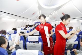 Shandong Airlines flight attendants were sending paper-cuts to passengers on board flight SC1182 from Shenzhen to Jinan on February 1, 2016.