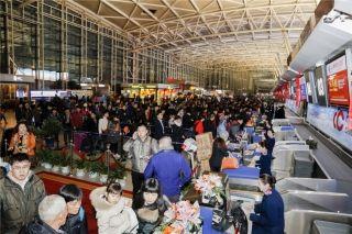 Passenger waiting for chek-ins at Shenzhen Bao'an International Airport