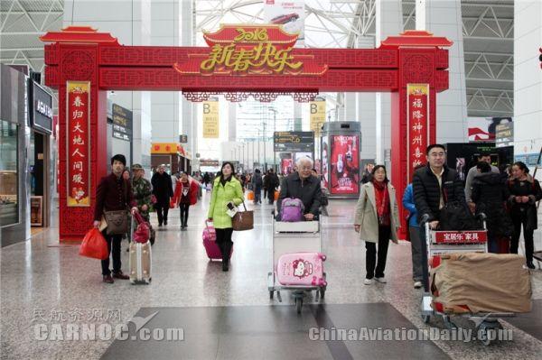 广州白云机场值机柜台提前到凌晨3点开放