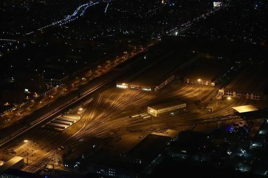 北京警用直升機升空巡邏 航拍馬路空無一人