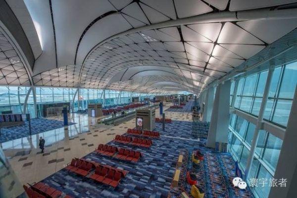 香港机场最新候机楼——中场客运廊
