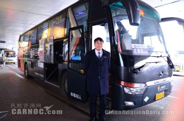 因专业而舒适   早上7点,天色还是蒙蒙亮,贵阳机场巴士公司驾驶员