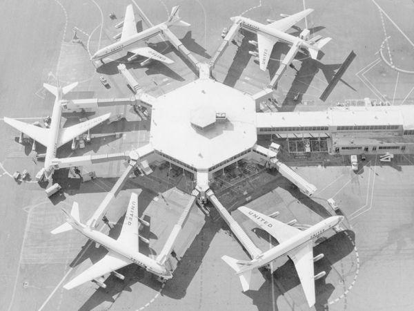 谁是机场廊桥的第一个使用者?