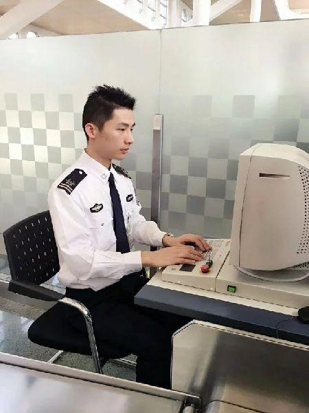 以你为荣 持之以恒:记厦门机场安检员工作点滴