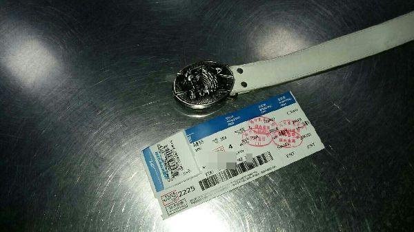 喀什机场安检站查获旅客携带皮带刀腰带