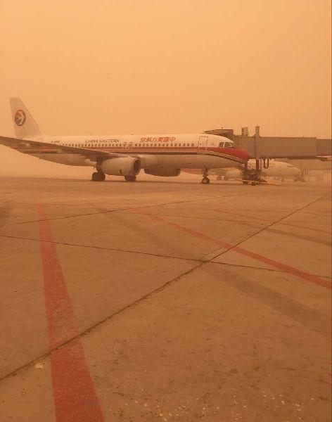喀什机场遭遇沙尘天气 部分航班取消