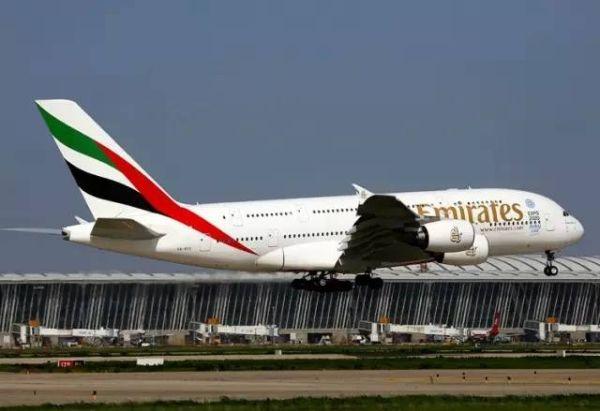 迪拜满天飞的空客A380、球星和土豪……
