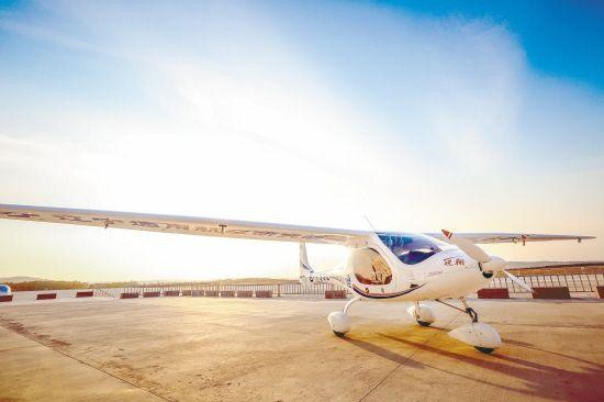 锐翔电动飞机及其关键技术通过科技成果鉴定