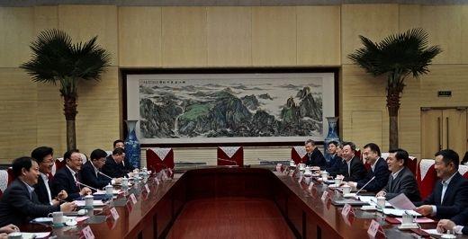 冯正霖:支持新疆民航发展 助推门户枢纽建设