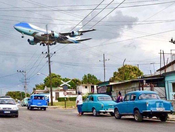 """美国""""空军一号""""首次降落古巴哈瓦那"""