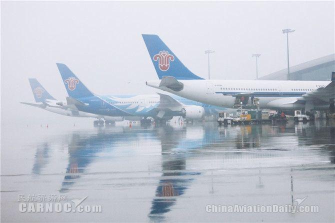 """雷雨""""封锁""""航路 你的航班还好吗?"""
