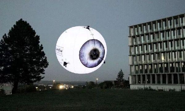 广告商的福音:瑞士研制球星软体无人机