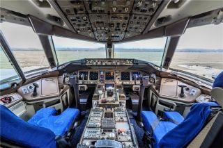 Cockpit of Air China 777-200 (B-2059)