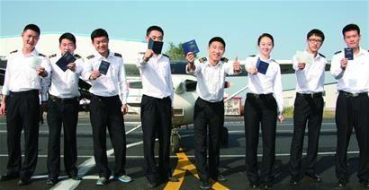 青岛百余人获私人飞机驾照 最快4个月学费20万