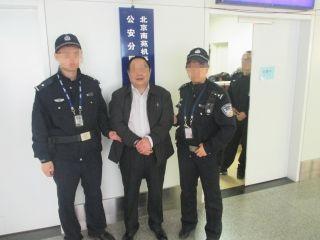 """机场民警火眼金睛辩网逃、识吸毒""""瘾君子"""""""