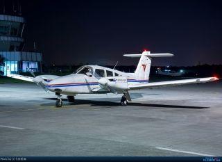 """图:B-3678号PIPER PA-44-180型飞机。通航图库图片,摄影:通航资源网网友""""会飞的熊猫""""。浏览作者图库原帖《[原创]夜新津》。 (摄影:会飞的熊猫)"""