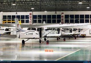 """图:地面排队。民航图库图片,摄影:通航资源网网友""""会飞的熊猫""""。浏览作者图库原帖《[原创]夜新津》。 (摄影:会飞的熊猫)"""