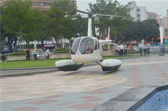 五一节前 市民可乘坐直升机低空饱览珠海美景