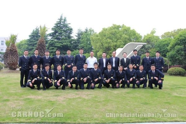上航20名新聘机长参加2016第一期新机长培训