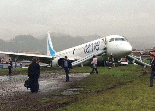 一架ERJ-190客机冲出跑道70米 主起落架全断
