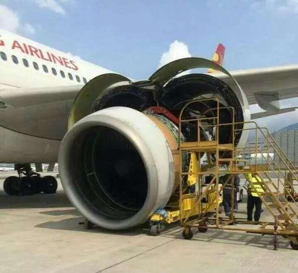 一架客机在香港维护时发动机掉落地面 严重受损